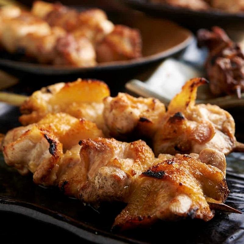 焼き鳥をはじめ人気の鶏料理が食べ放題で楽しめる駒込の居酒屋「とりいちず」